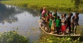 কলাপাড়ায় রশি টানা নৌকাই পাঁচ গ্রামের চলাচলের ভরসা
