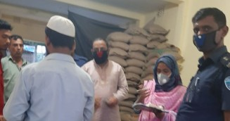 বাঞ্ছারামপুরে বেশি দামে পণ্য বিক্রির দায়ে জরিমানা