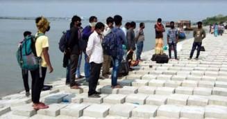 কলাপাড়ায় মধ্যরাতে আসল ৪০ শ্রমিক, শঙ্কায় স্থানীয়রা
